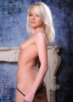 Симпатичная девушка ищет мужчину для секса без обязательств в е